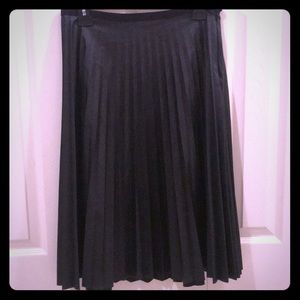 NWT Faux pleated leather skirt
